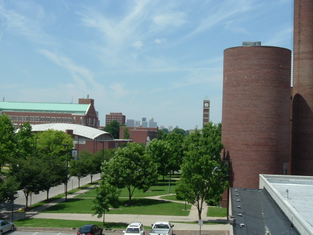 University_of_Louisville,_Belknap_Campus,_from_Eastern_Parkway_overpass[1]